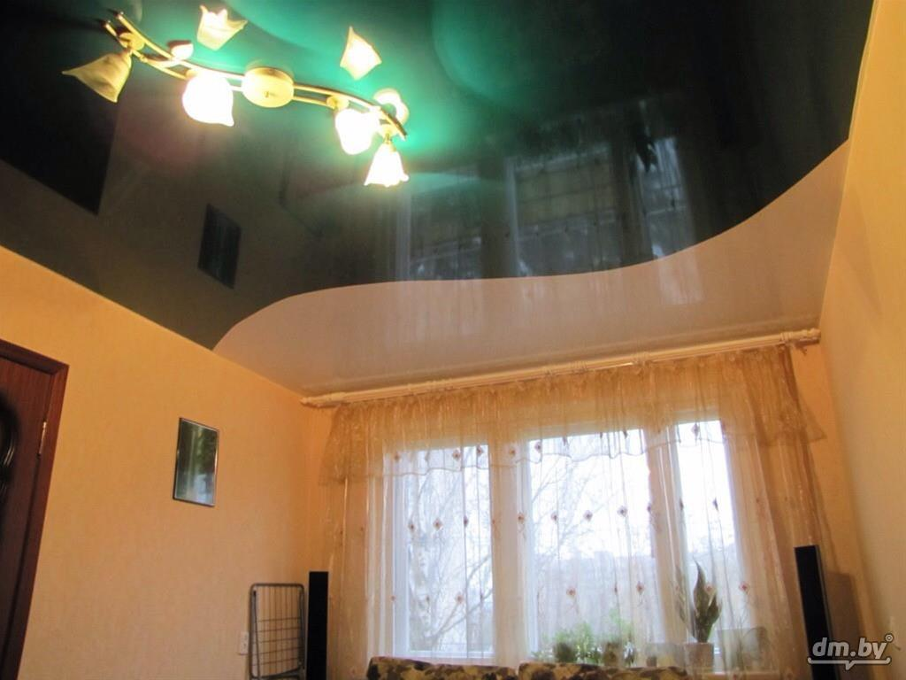 натяжные потолки двух цветов фото для зала при